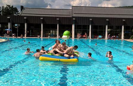 Teenager Schwimmtreff
